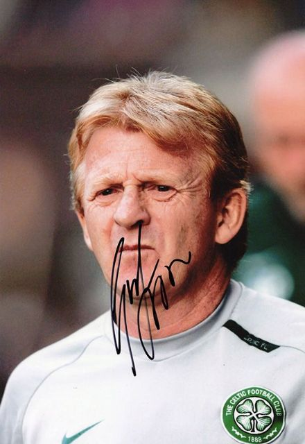 Gordon Strachan, Glasgow Celtic, signed 12x8 inch photo.